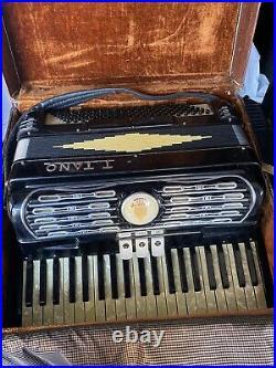 Black Titano Ideal Tube Chamber Piano Accordion