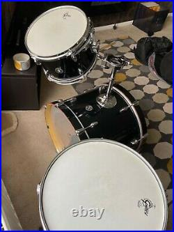 Gretsch catalina club in piano black with cases