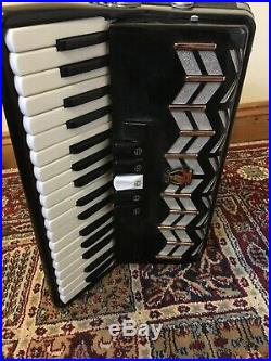 Hohnica Parrot 72 Bass Piano Accordion Black With Hard Case