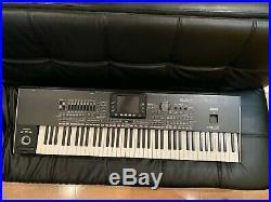 Korg PA3X 61-Key Professional Arranger Keyboard Black piano SKB Case