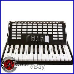 Rossetti, 3032, Piano Accordion 32 Bass 30 Key 3 Switch Black + Case and Straps