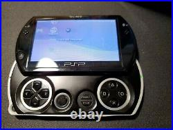Sony PSP Go PSP-N1001 with Charger and Carrying Case Tested Fast Shipping